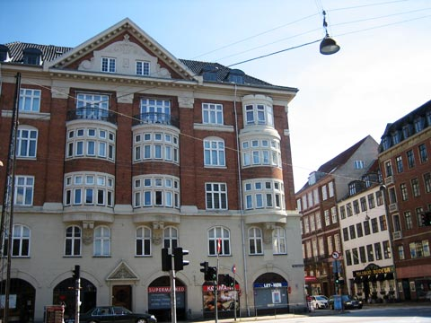 Esplanadegaarden er en markant bygning, der ligger mellem Store Kongensgade 116, Esplanaden 1-3 og Bornholmsgade 1